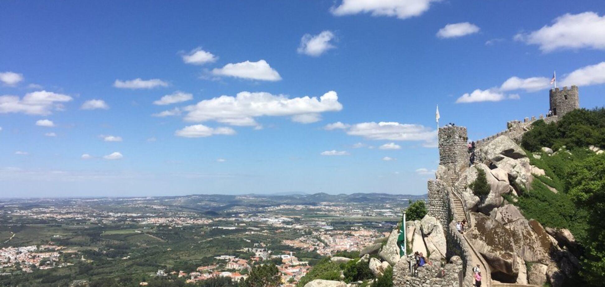 ''Зачаровують види'': у мережі з'явилися фото старовинного замку в Португалії