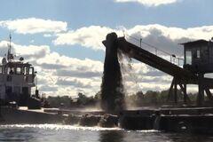 Разрешений нет: в Киеве разоблачили точку нелегальной добычи песка