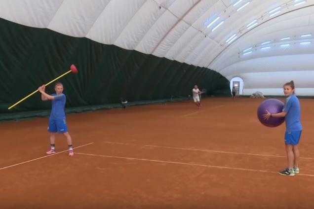 Коноплянка зіграв у тенісбол з футболістками