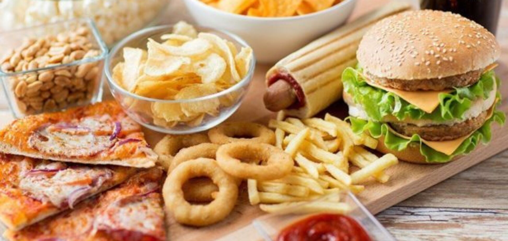 На кожному столі: названі найшкідливіші продукти