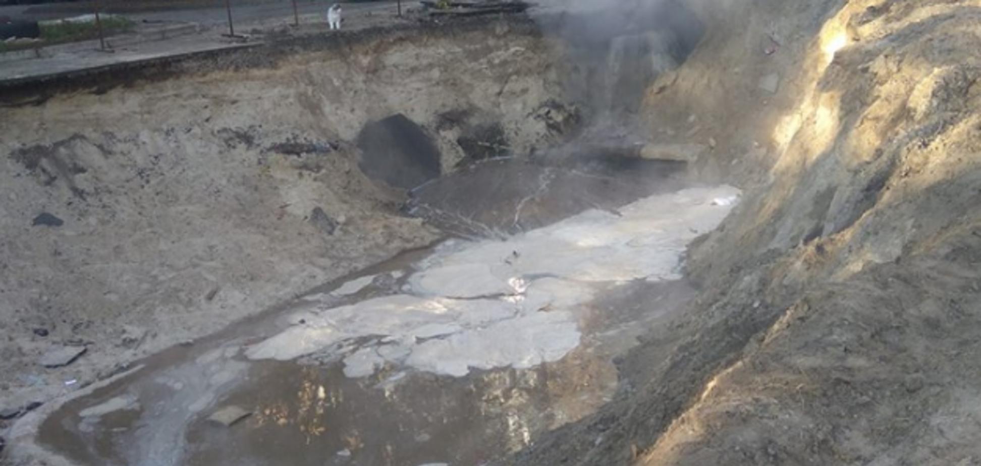 'Беремо рушники і йдемо у джакузі': у Києві прорвало трубу із гарячою водою
