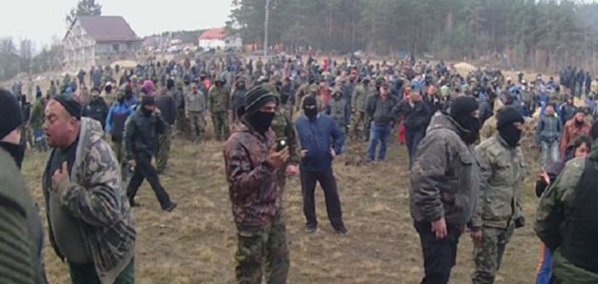 На Волині 200 копачів бурштину побилися із поліцією