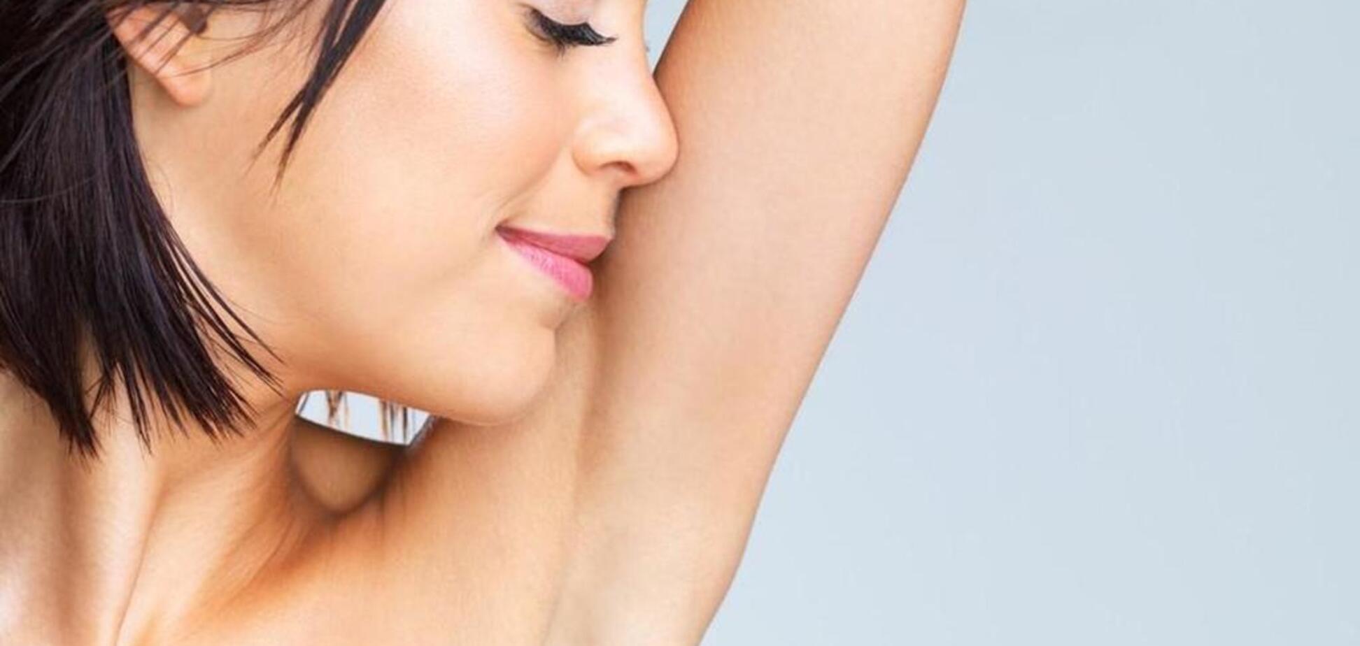 Потемнение кожи в области подмышек, шеи и паха