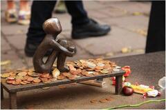 Присвячений усім дітям на планеті: туристи показали унікальну скульптуру Швеції
