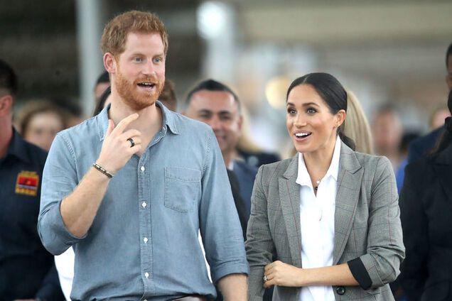 Принц Гарри начал носить черное кольцо: что это значит
