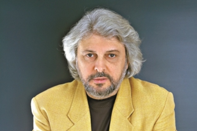 Известного в России композитора экстренно госпитализировали: появились противоречивые данные