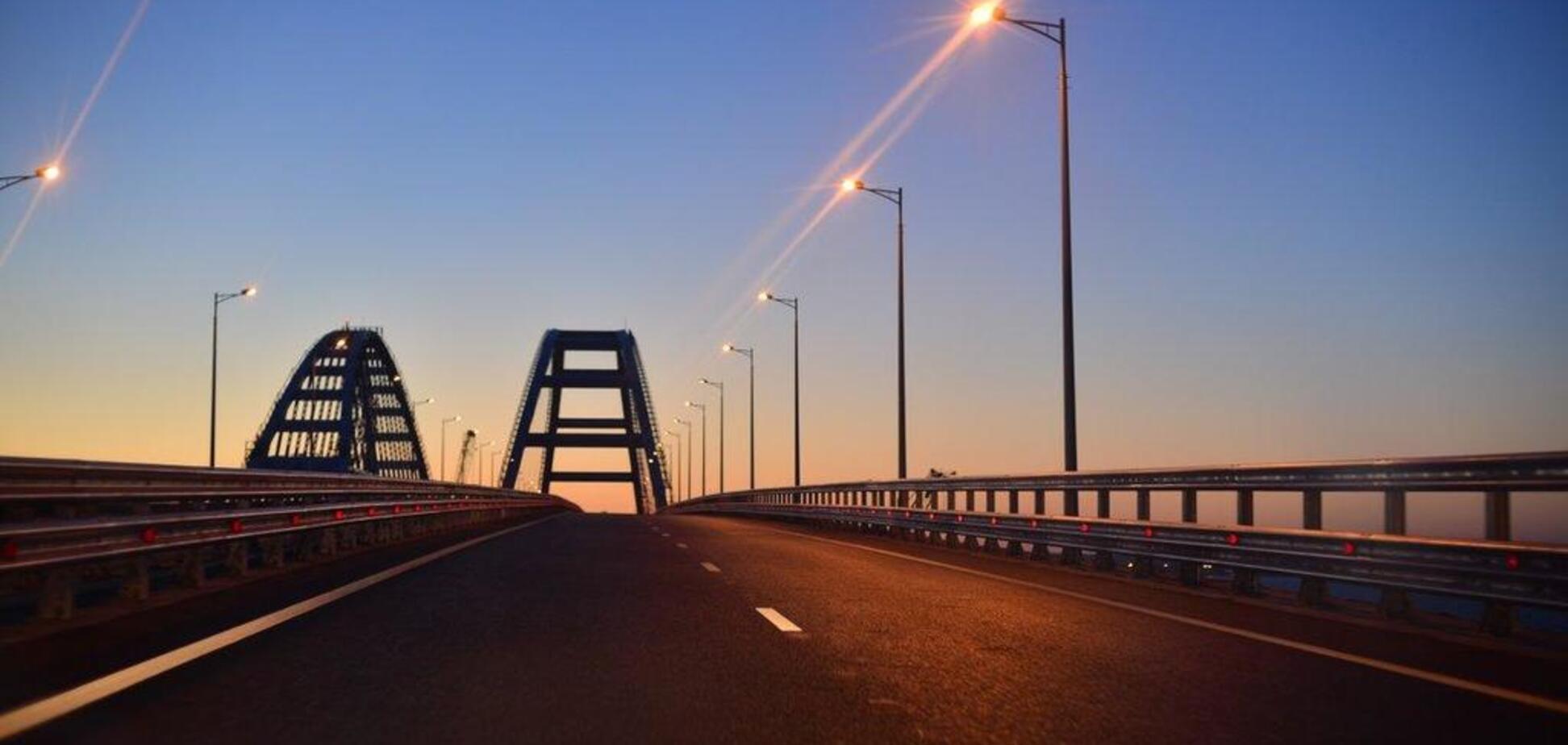 Оккупанты ввели новые ограничения на проезд по Крымскому мосту: в чем причина