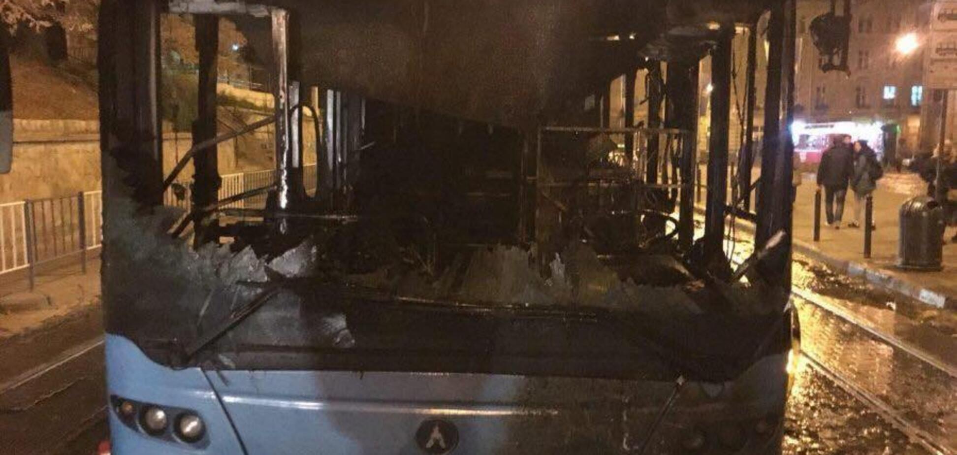 ''Люди живые?'' Во Львове на ходу загорелся автобус