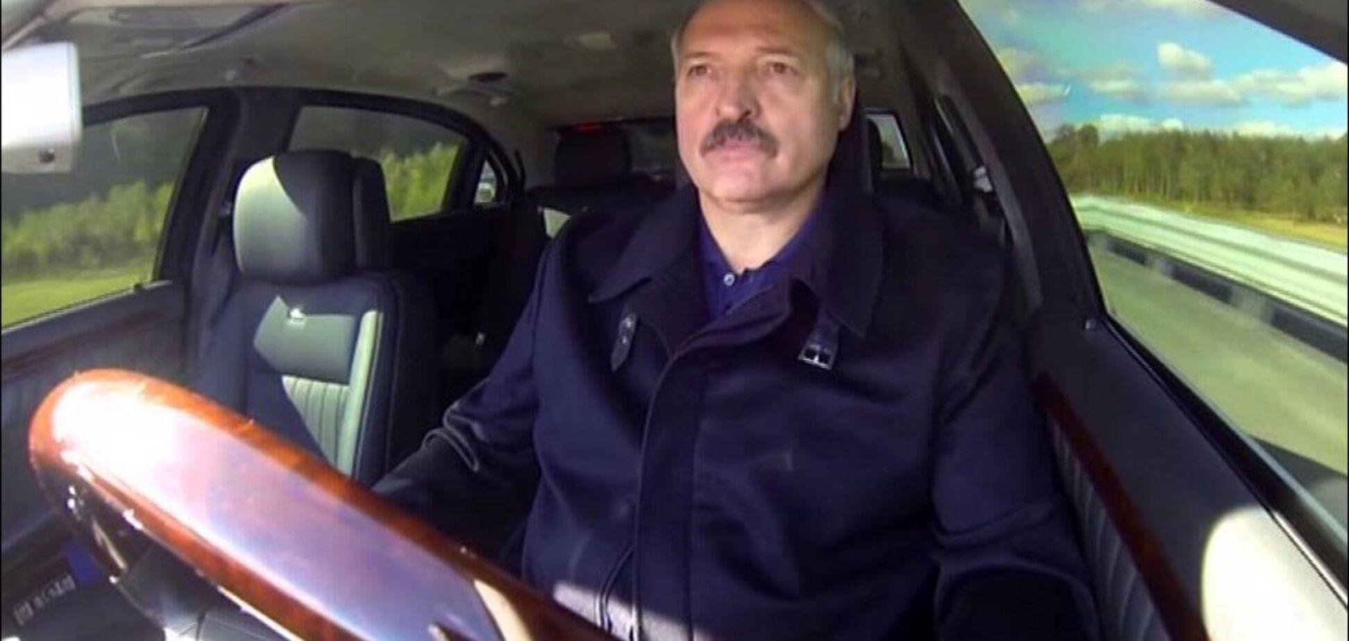 В Беларуси девушка помешала промчать Лукашенко на красный: видеофакт
