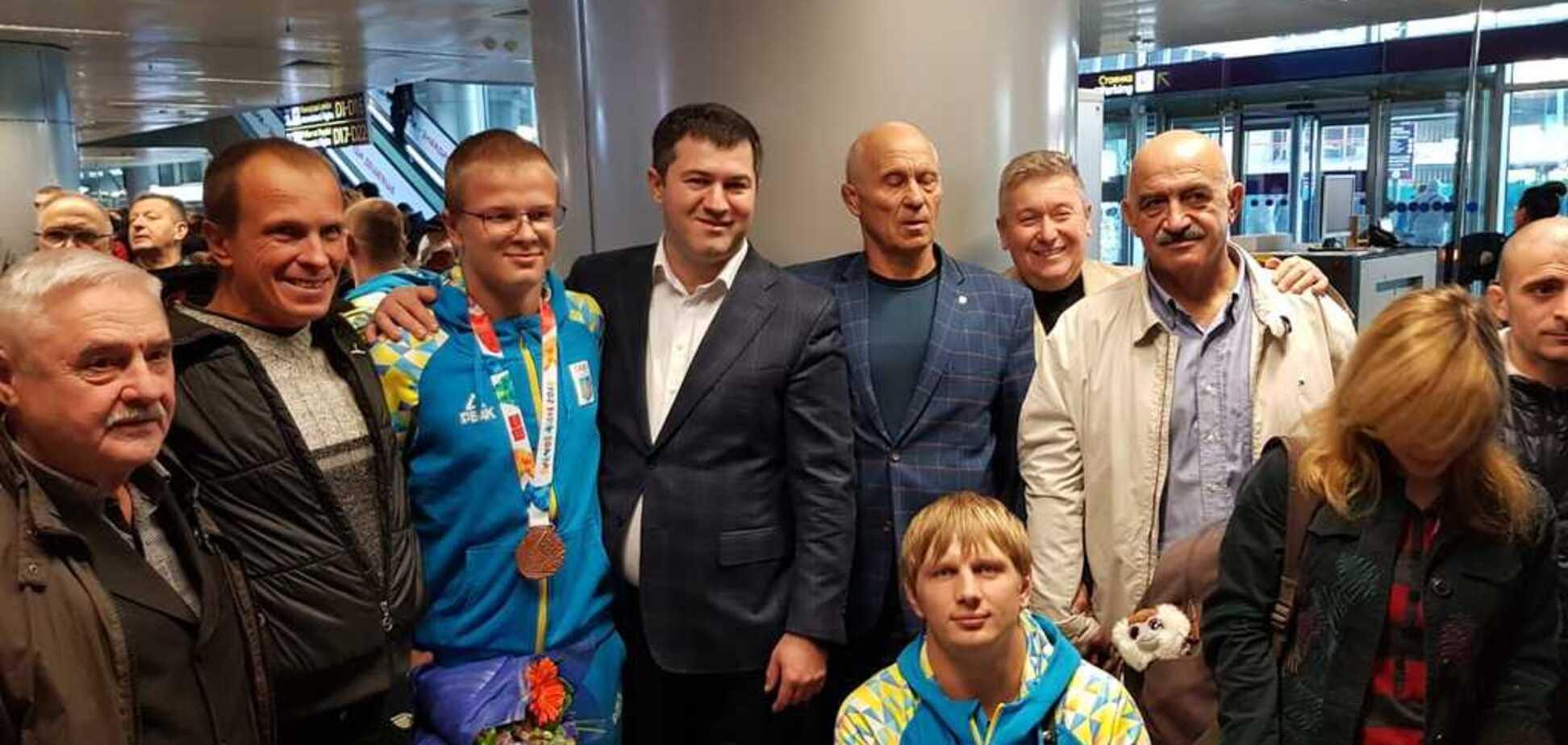 ''Тільки початок!'' Збірна України тріумфально повернулася з Юнацької Олімпіади