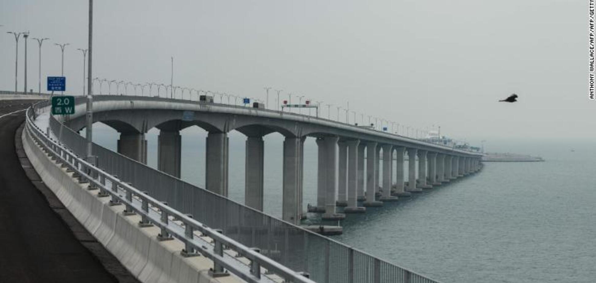 Самый длинный морской мост в мире открыли: зрелищные фото и видео