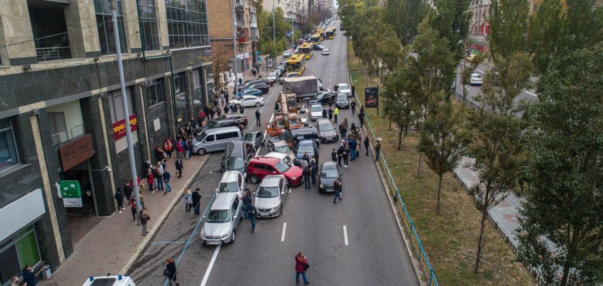 ДТП из 20 авто в Киеве сняли с высоты: жуткие кадры