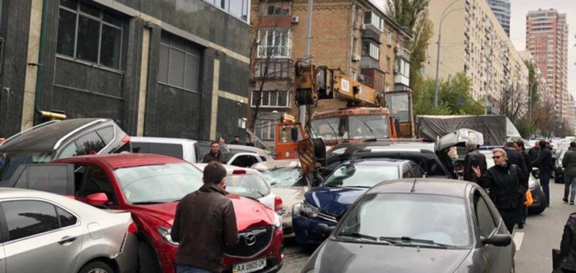Масштабна ДТП у центрі Києва: ''автомісиво'' зняли на відео