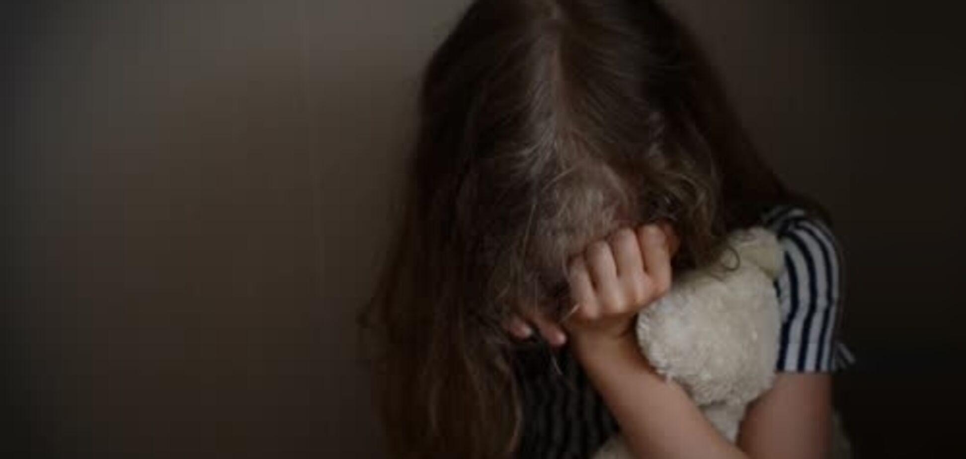 ''Дівчинка плакала, а її знімали на відео'': скандал із приниженням школярки у Харкові отримав продовження