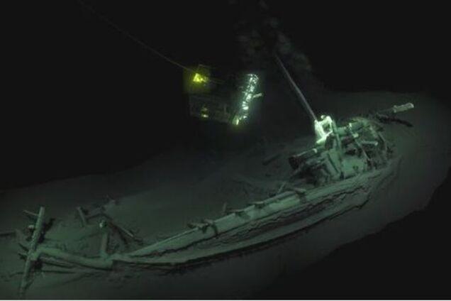 На дне Черного моря обнаружили древний корабль: фото