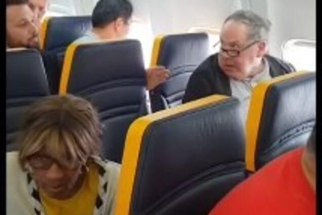 Всемирно известная авиакомпания попала в расистский скандал