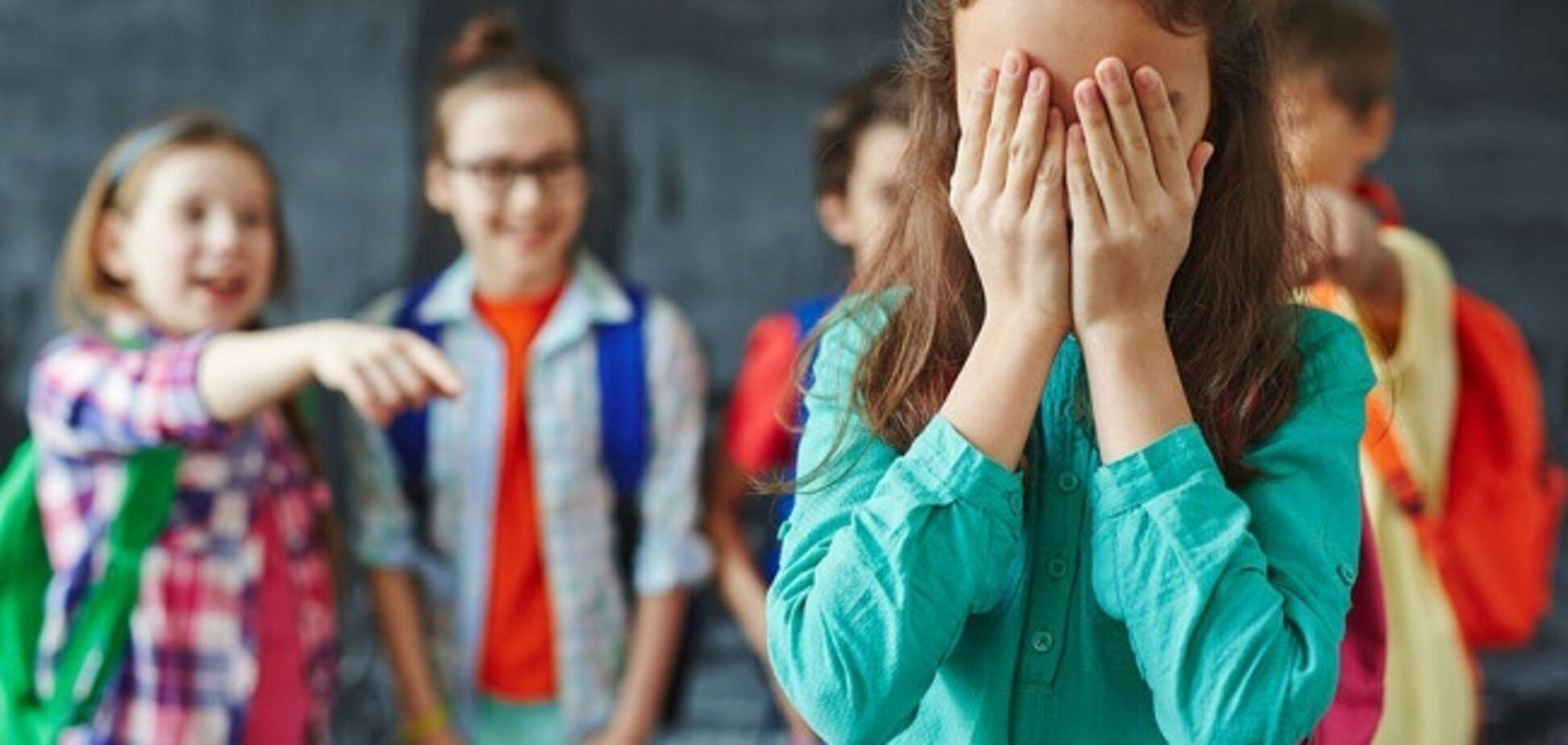 Публічне приниження у школі Харкова: цькування дівчинки розгорілося з новою силою