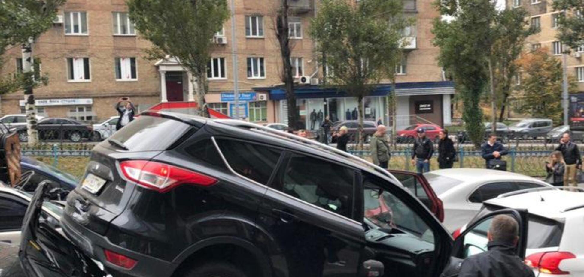 КамАЗ разбил 20 авто: появилась схема масштабного ДТП в Киеве