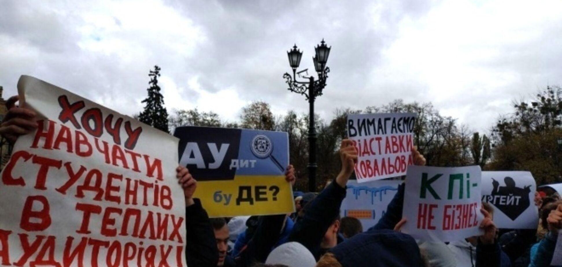 У відомому університеті України студенти влаштували бунт: відео