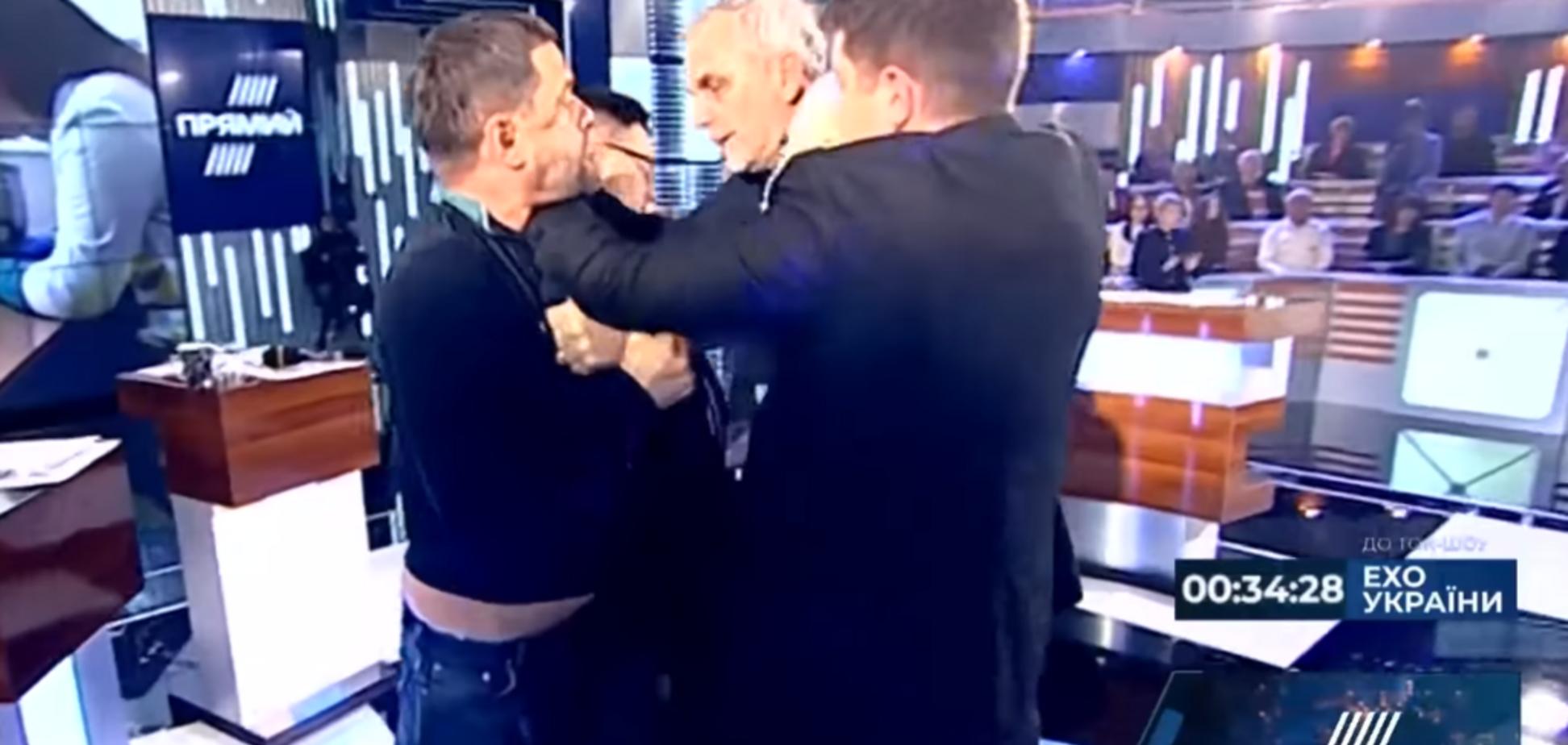 Вчепився в шию: нардеп влаштував жорстку бійку в прямому ефірі