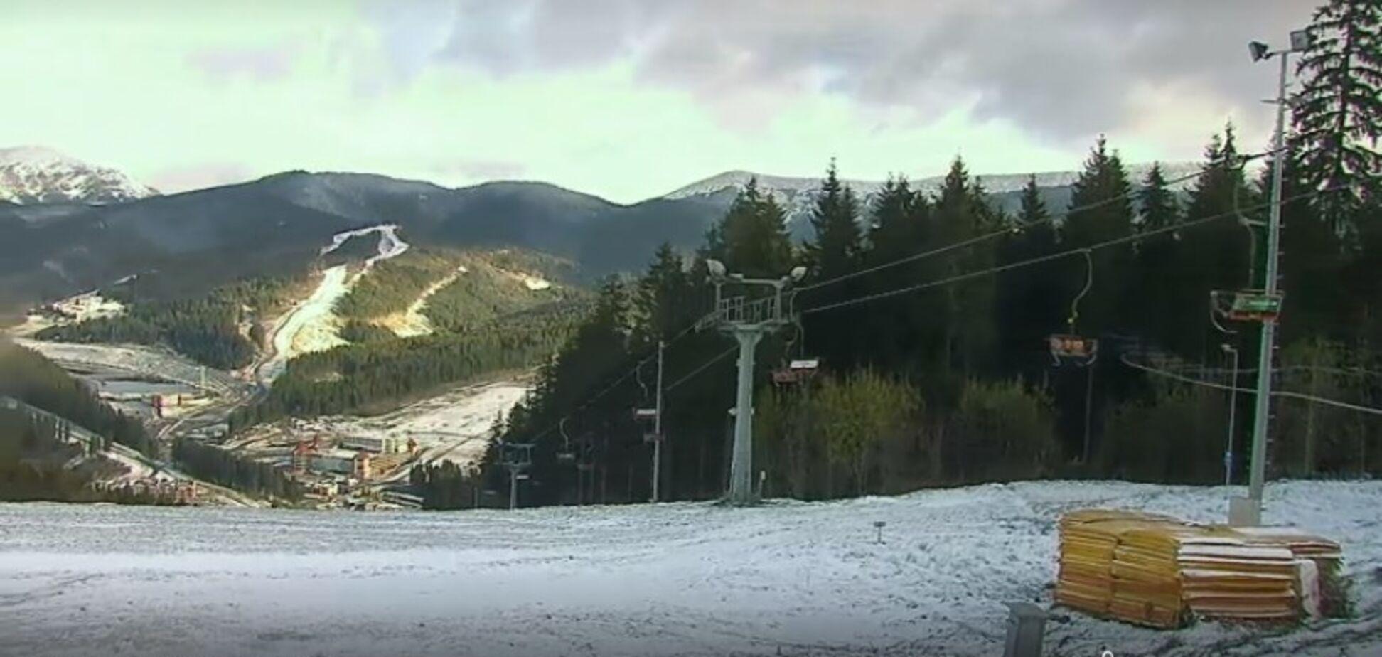 На известном курорте Украины выпал снег: появились новые фото и видео