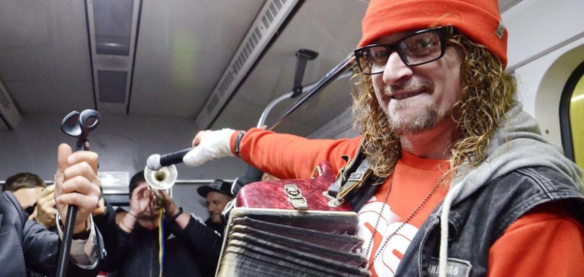 Відомий український гурт влаштував переполох у київському метро: відео