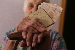Пенсії в Україні по-новому: стало відомо, кому і як підвищать у грудні