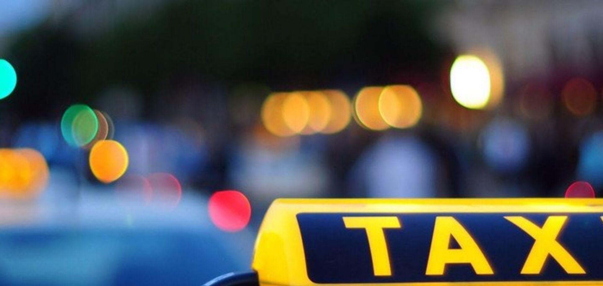 Вимагав долари: в Одесі таксист потрапив у скандал із іноземним туристом