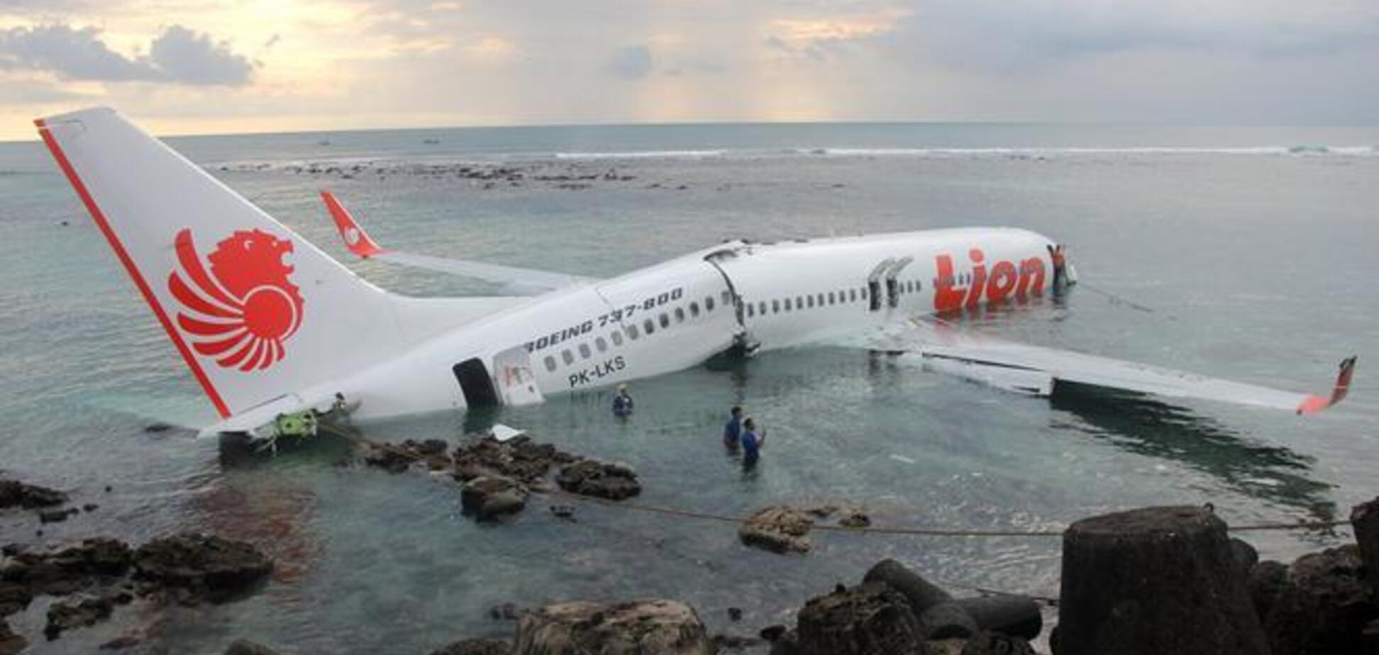 Катастрофа Boeing 737 в Индонезии: все подробности, фото и видео