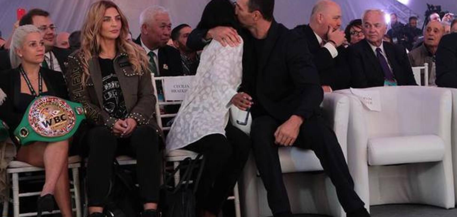 Целовались на людях: СМИ показали новую невесту Владимира Кличко - опубликованы фото