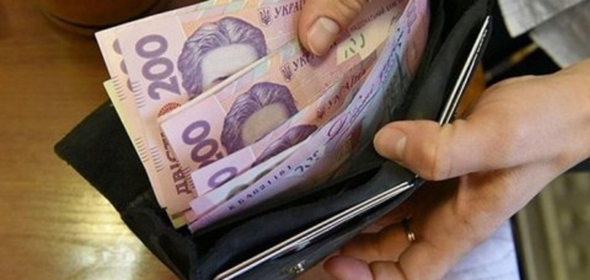 Средняя зарплата в Украине пробила новую отметку: озвучена сумма