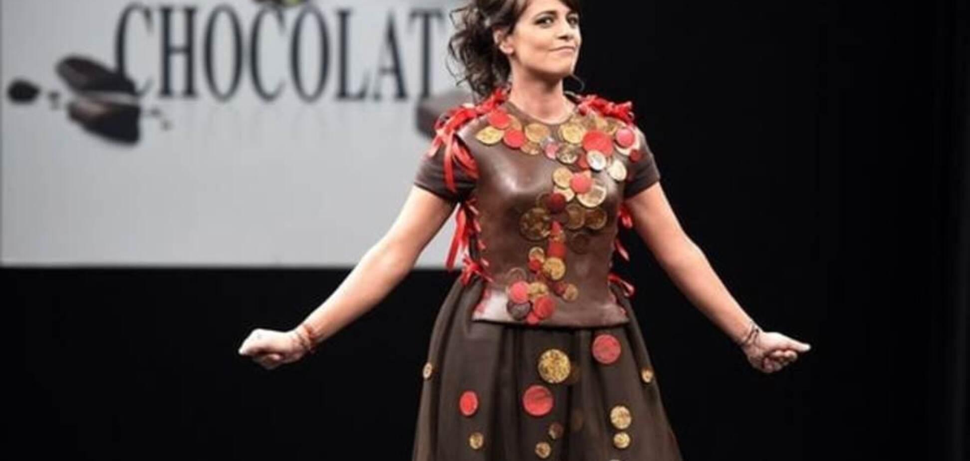 Гарно і смачно: в Парижі моделі вийшли в шоколадних вбраннях
