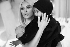 ''Російська в тренді'': Кардаш'ян одягла сина в кофту з дивним написом
