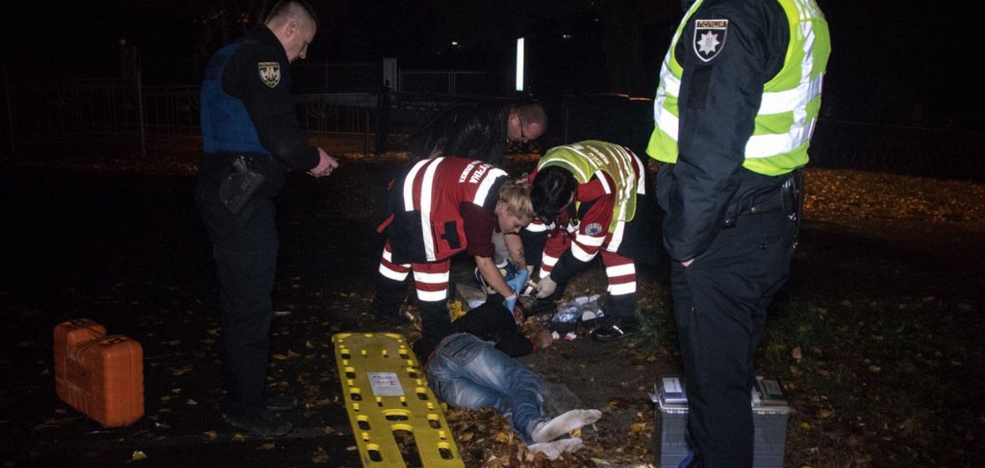Улетел за забор: в центре Киева полиция сбила человека