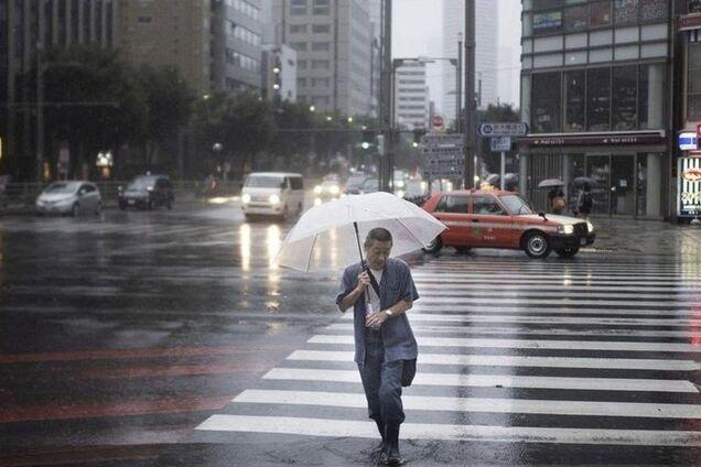 Отменили сотни рейсов: в Японии авиаколлапс из-за нового тайфуна