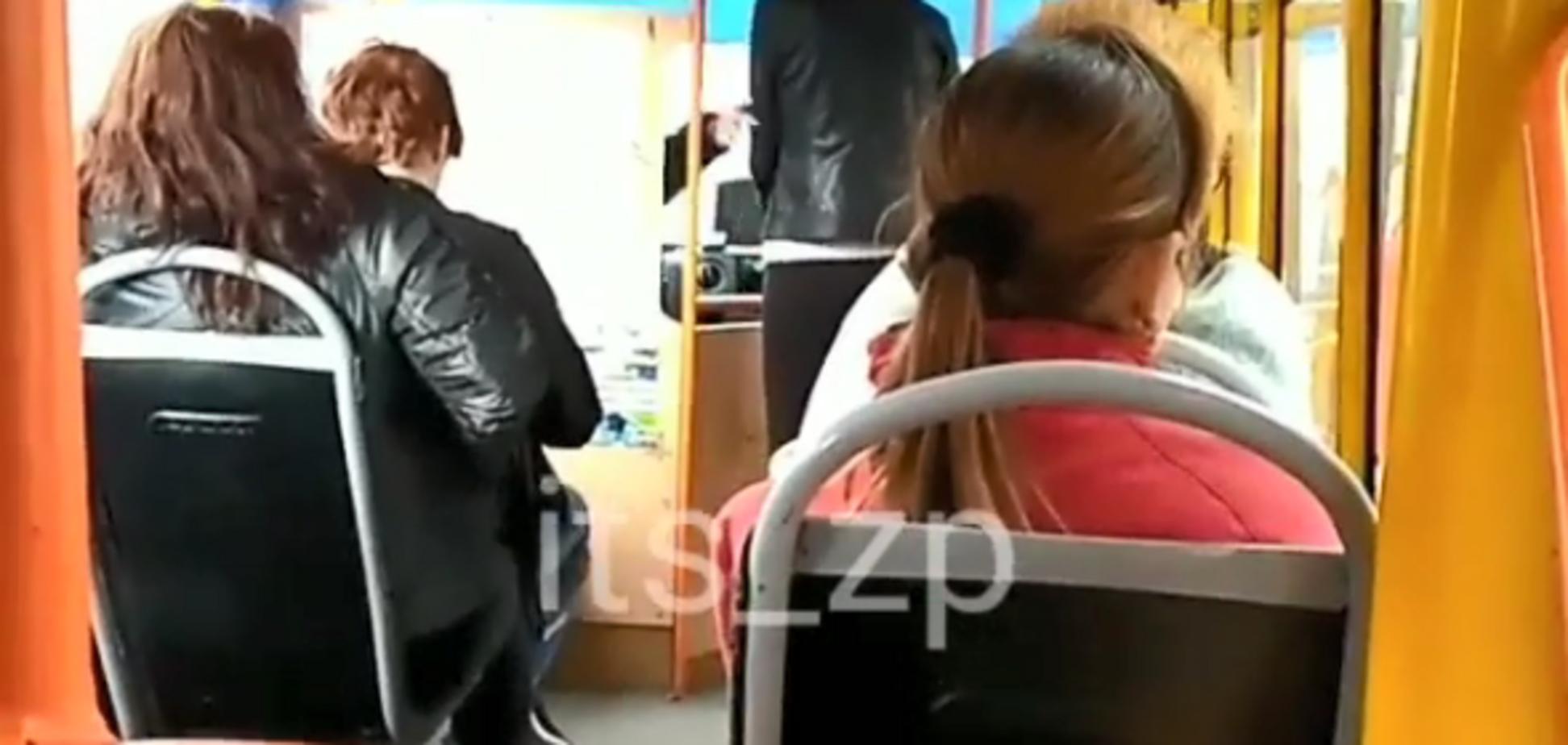 'Вийдіть на х**!' У мережі показали хамське спілкування водія зі студентами