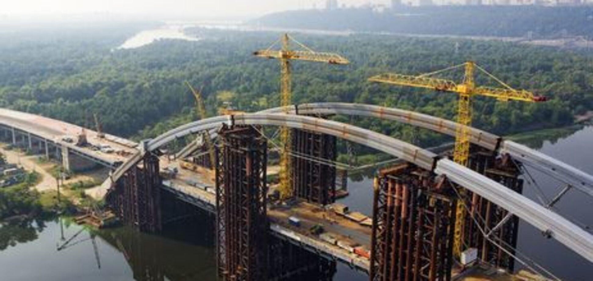 ''Из ниоткуда в никуда'': инженер указал на серьезную проблему моста в Киеве