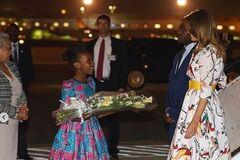 Меланія Трамп прилетіла до Кенії у торішній сукні