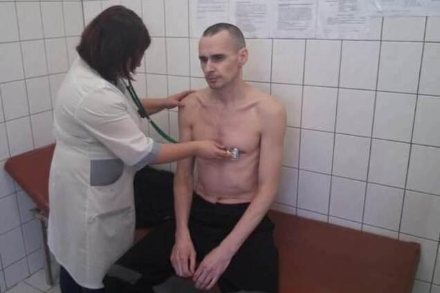 """""""Продовжує голодувати"""": з'явилися суперечливі дані про Сенцова"""