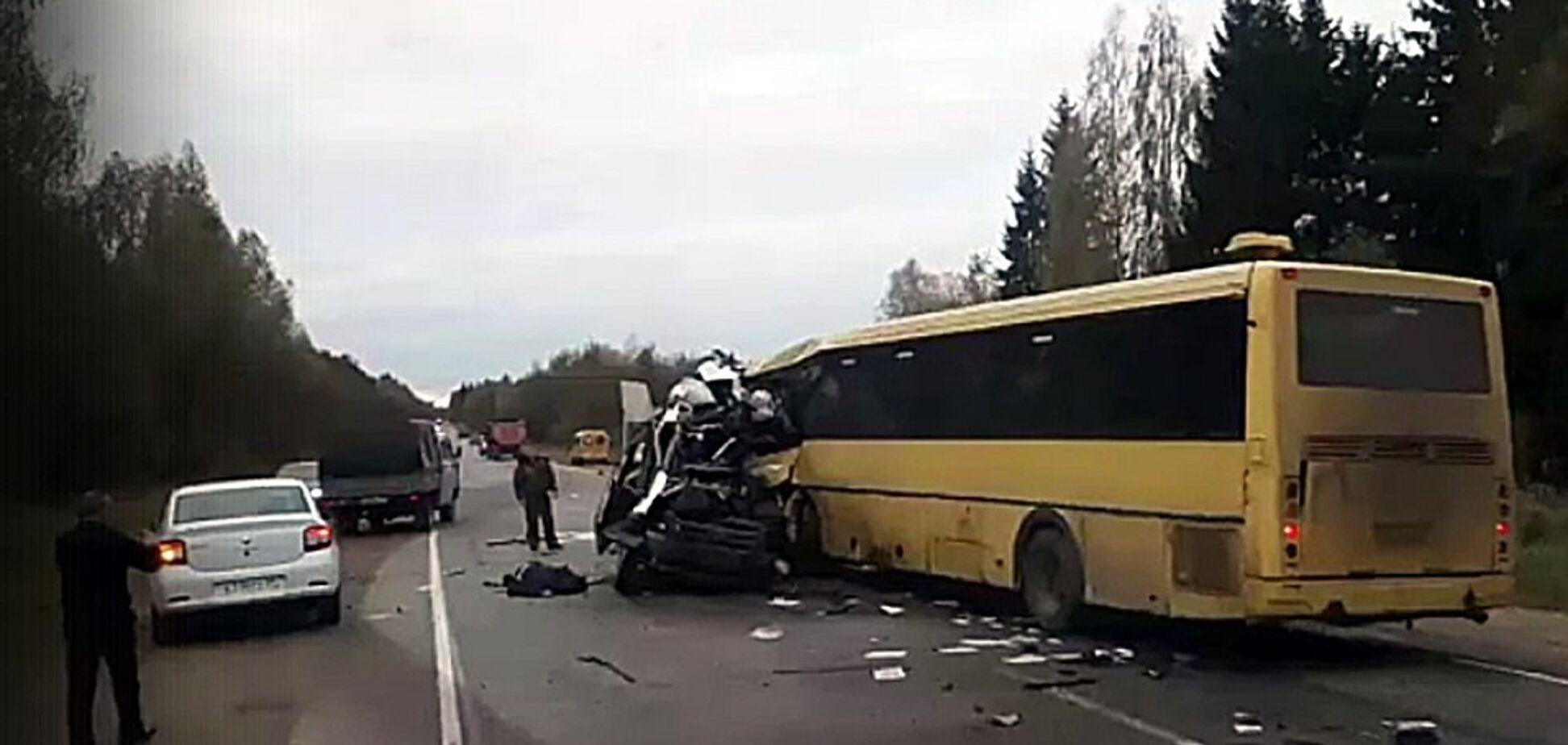 В России произошло жуткое ДТП: 13 погибших. Первые фото и видео