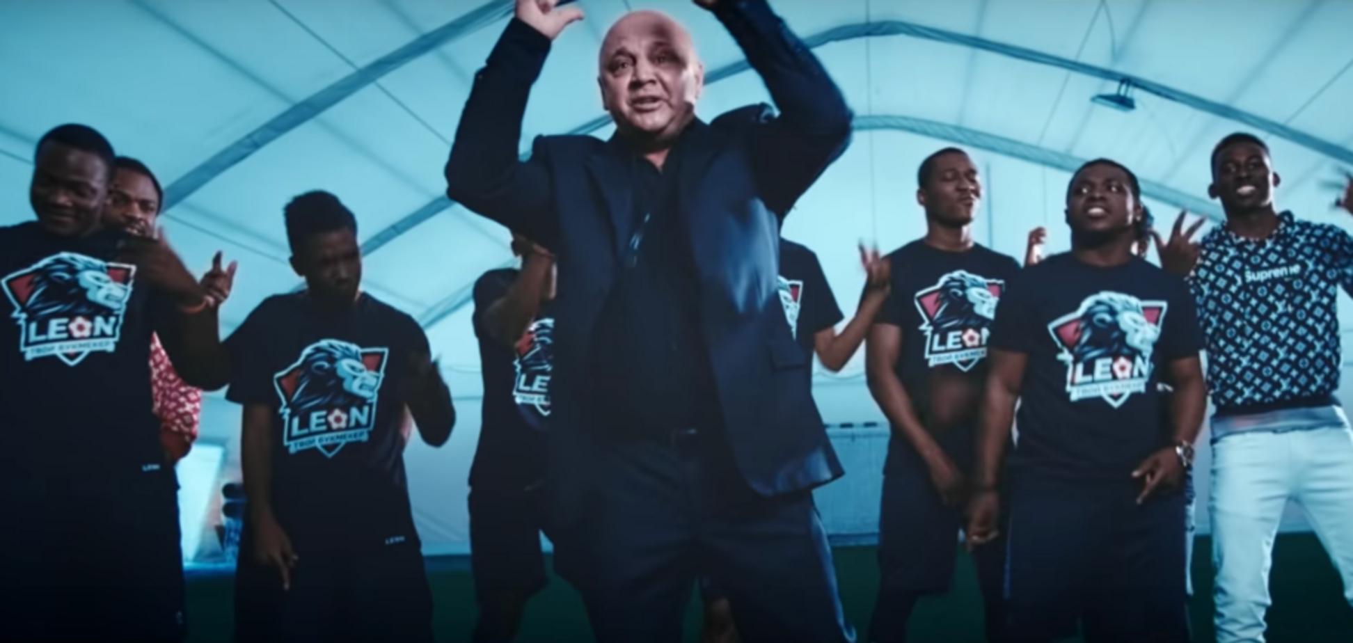 Одиозный украинский тренер поразил расистским ремейком на хит Киркорова: видеоклип