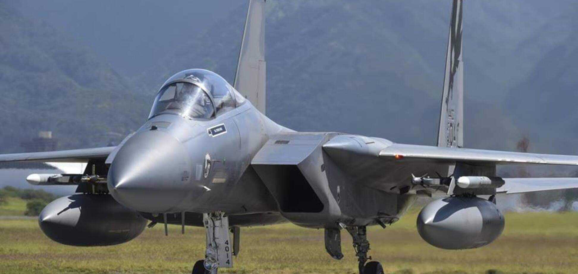 В Україну перекинули військові літаки США: що сталося