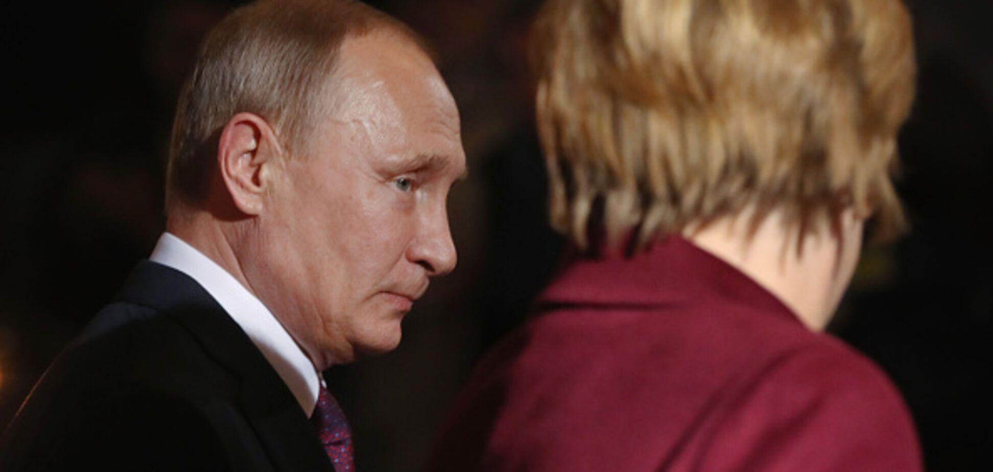 С пафосом и русскими песнями: в Италии помпезно поздравили Путина с днем рождения
