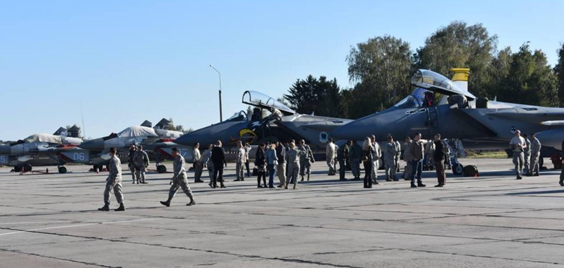 В Україну прибули винищувачі США: нові подробиці