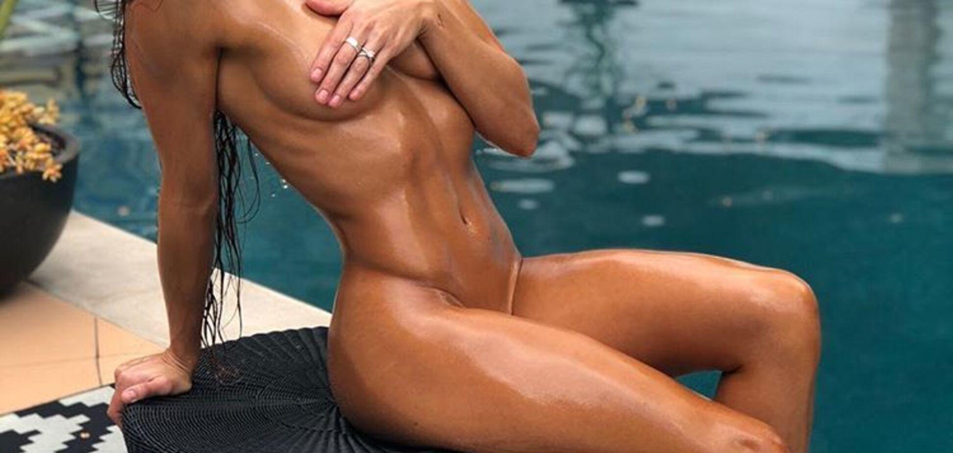 Знаменита фітнес-модель знялася голою, показавши ідеальне тіло