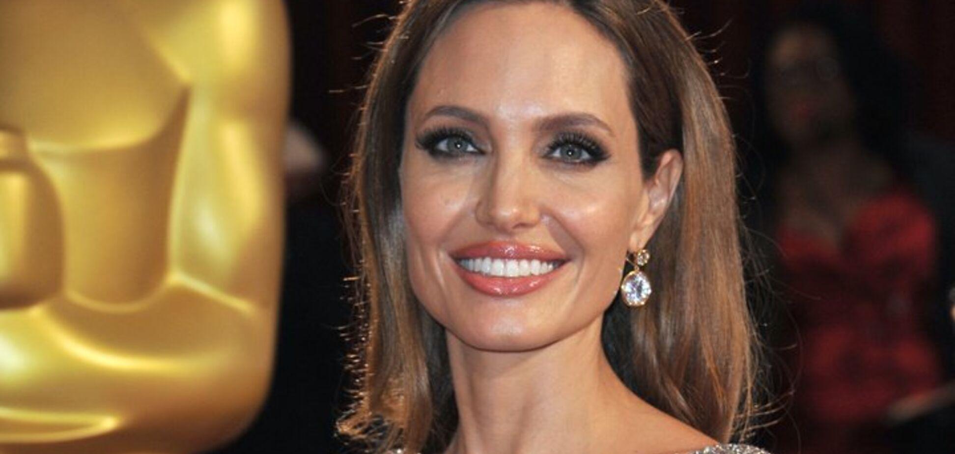 ЗМІ: Джолі закрутила роман з відомим голлівудським холостяком