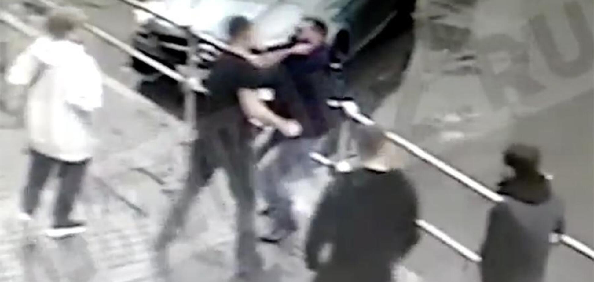 Били лежачего ногами: СМИ опубликовали видео с пьяными российскими футболистами