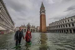 'Море по колено': как живет затопленная Венеция. Фоторепортаж