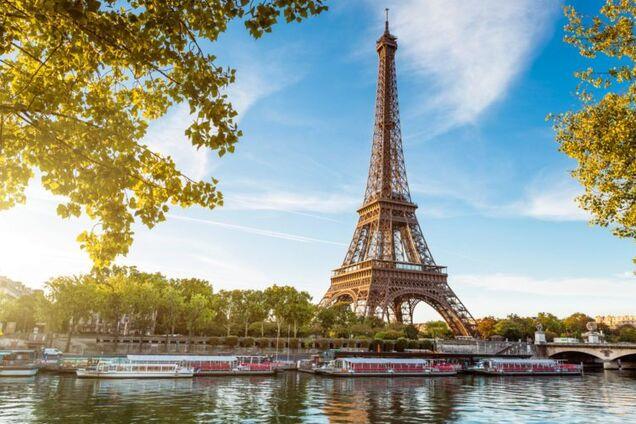 В Париже продадут часть Эйфелевой башни: подробности