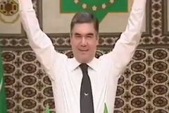 ''А Путин так может?'' Президент Туркмении удивил ''трюком'' с золотой штангой
